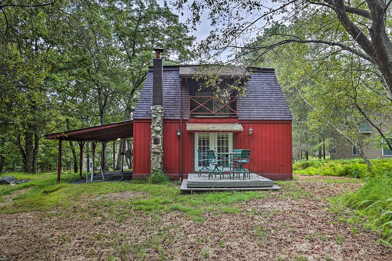 Spacious & Secluded Bushkill Escape: 7 Mi to Falls, holiday rental in Dingmans Ferry