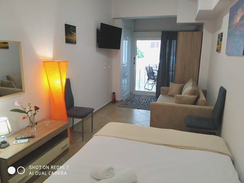 Athena 1 Luxurys Studis in Athens, holiday rental in Agios Dimitrios