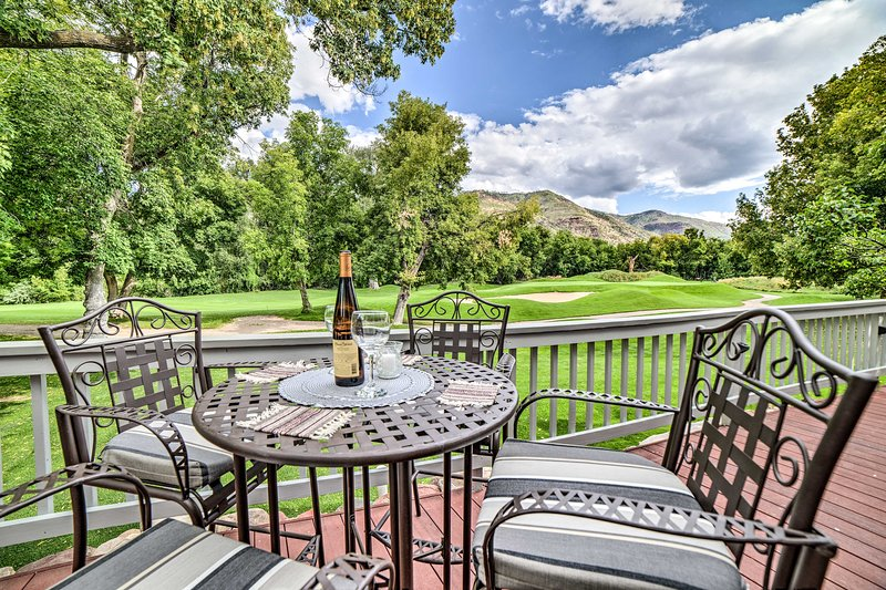 Modern Dalton Ranch Golf Club Home w/Mtn View, vacation rental in Durango