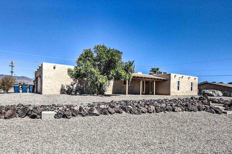 Pet-Friendly Lake Havasu Home w/Pool+Backyard, holiday rental in Lake Havasu City