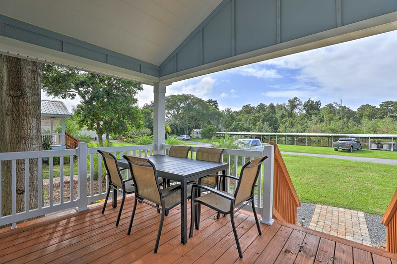 Stylish Home w/ Private Canal Access to Lake Eloise, holiday rental in Auburndale