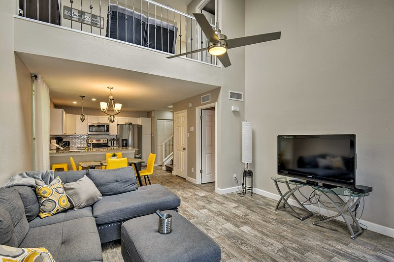 Questa casa vacanza aggiornata a Phoenix può ospitare 8 persone.