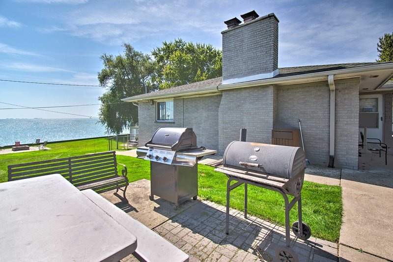 Ira Township Apt. w/ Dock on Lake St. Clair!, location de vacances à Anchorville