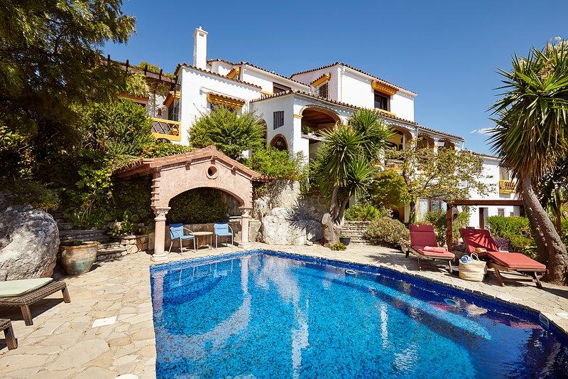 Stunning villa with large garden and pool in Gaucin village, holiday rental in Benarraba
