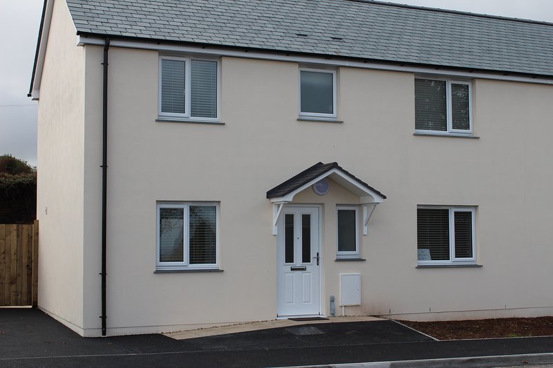 4 Coastal View St Austell a 3 bedroom holiday home 3 miles to the Eden project, holiday rental in St Austell