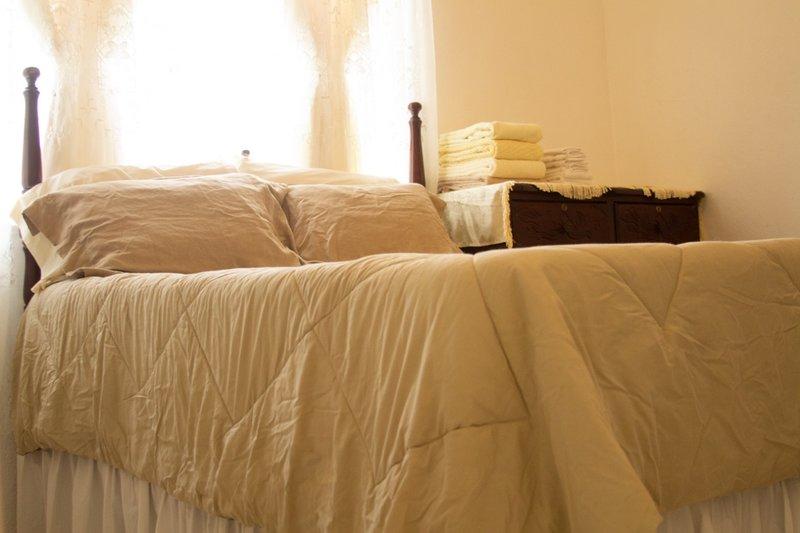 Double Room - Windy Castle, location de vacances à Baie de Sainte-Anne