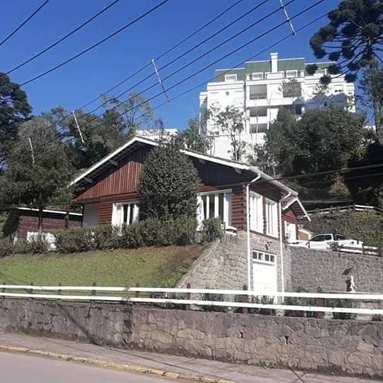 Guest House Lemos Bueno, holiday rental in Campos Do Jordao