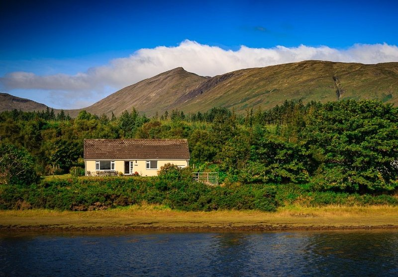 fingal cottage, holiday rental in Lochdon