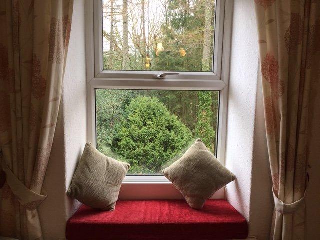 Asiento de ventana en salón
