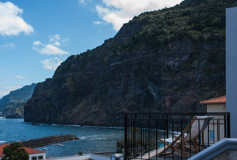 Casa Abreu with fantastic views over the blue sea!, holiday rental in Boaventura