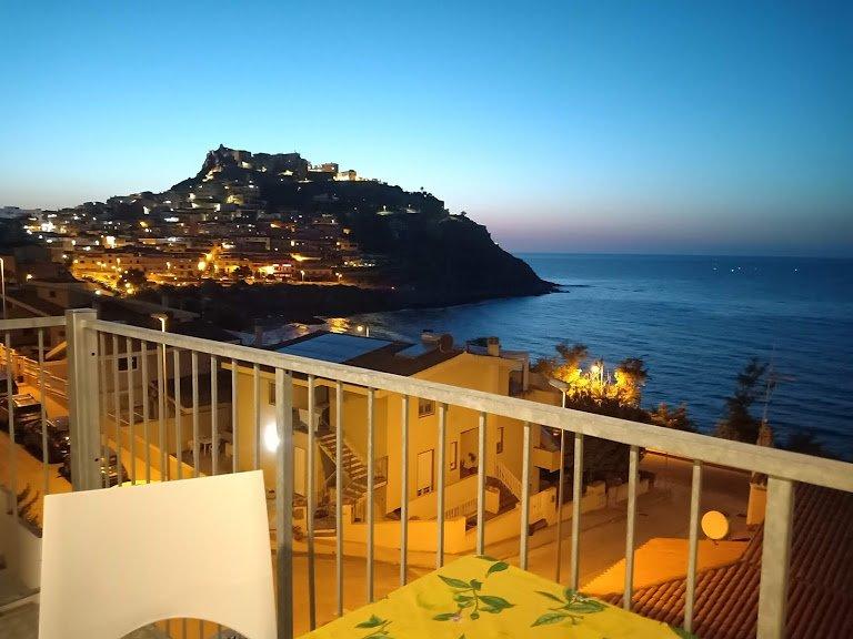 Beautiful new apartment in front of the sea, alquiler de vacaciones en Castelsardo