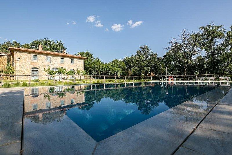 Fonte del Mazza Villa Sleeps 10 with Pool Air Con and WiFi - 5718015, vacation rental in Castroncello
