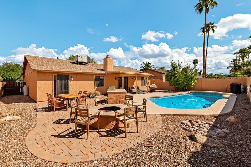 Newly furnished vacation home w/ private pool & backyard activities!, alquiler de vacaciones en Paradise Valley