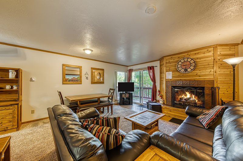 Beautifully decorated ski-in/ski-out condo with fantastic views - dogs OK!, location de vacances à Brian Head
