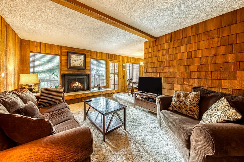 Homey ski condo near slopes & Utah parks! Ski lift right across street!, location de vacances à Brian Head