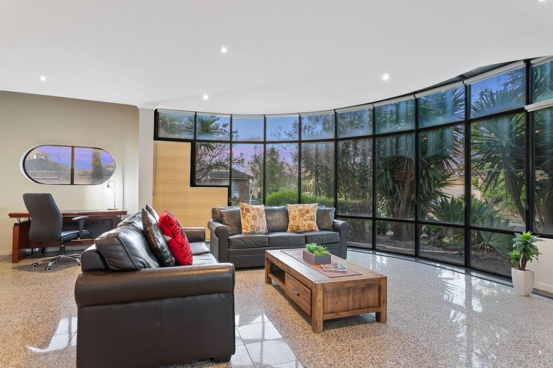 VILLA de MARSEILLES - Spacious 6 Bdrm Home,  Family / Pet Friendly, Sleeps 12, location de vacances à Hobsons Bay