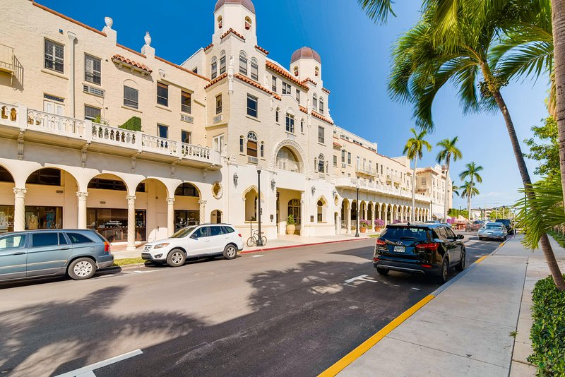 Palm Beach Hotel - Penthouse 3, vacation rental in Palm Beach
