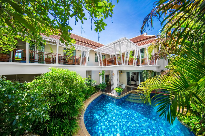 PARADISE Private Pool Villa Pattaya 6 Bedroom, BBQ Grill, holiday rental in Pattaya