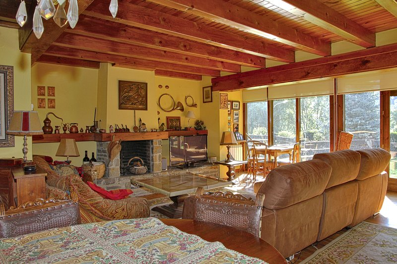 Salardú magnifica casa, holiday rental in Unha