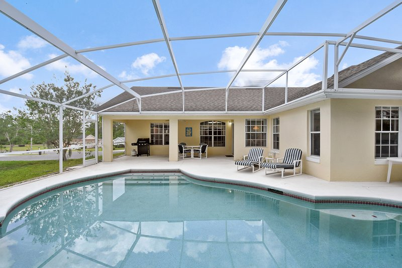 Floridian Pool Home close to Disney, aluguéis de temporada em Loughman