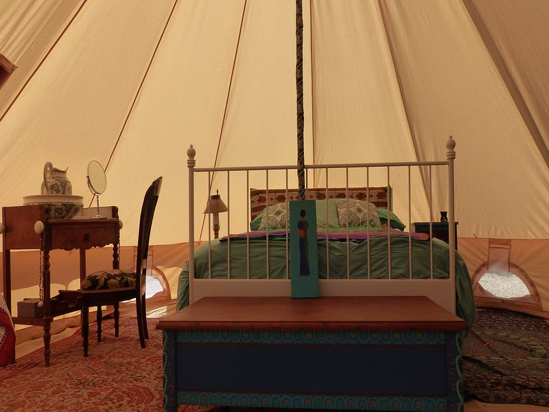 Beautiful Glamping Tent, Brittany France, Ferienwohnung in Janze