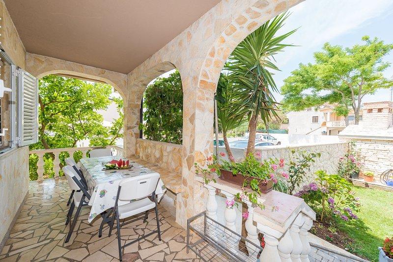 Holiday apartment MIRIAM, vacation rental in Privlaka