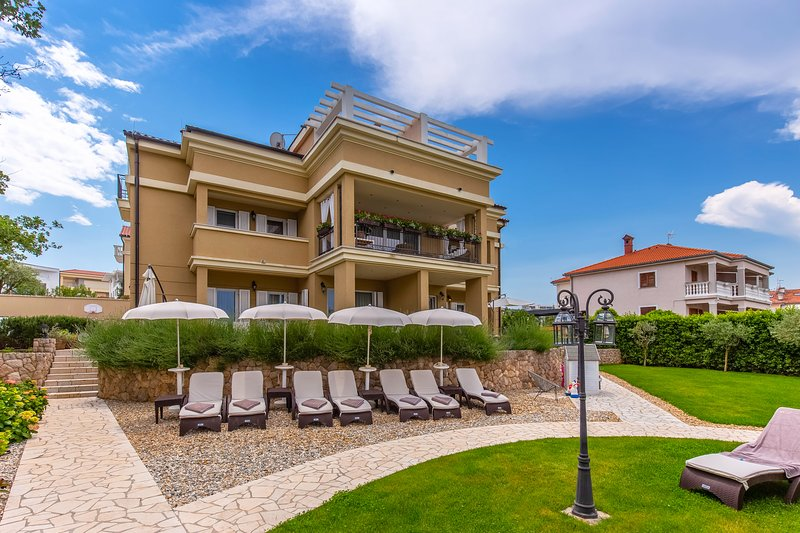One-Bedroom Apartment with Sea View #3 Villa Luce, holiday rental in Malinska