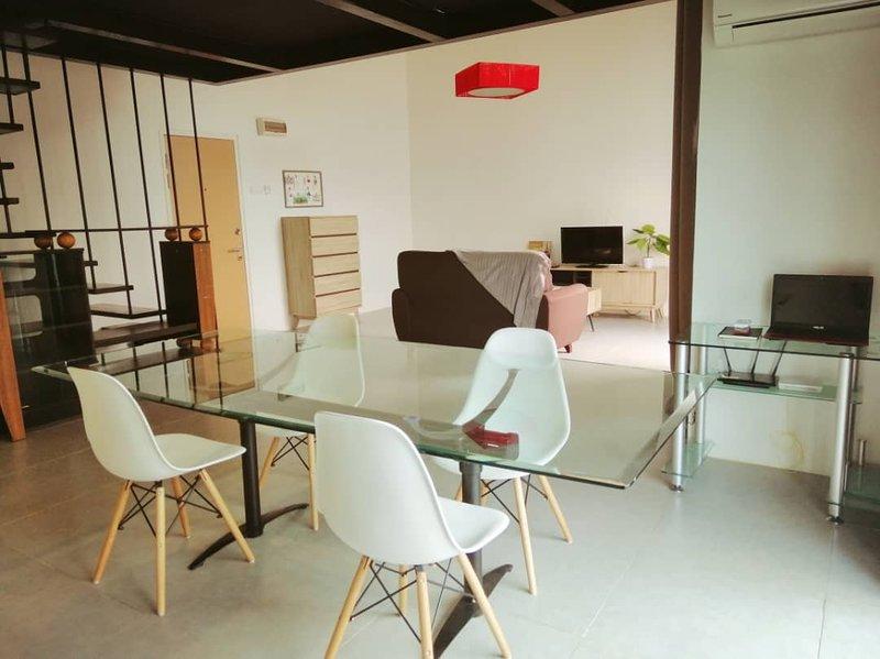 Empire City Luxurious Studio Duplex Loft by Sueño Suites, holiday rental in Petaling Jaya