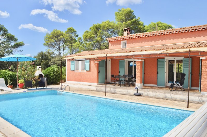 Charming Villa Bel Air Tranquility in Provence in Cotignac private pool and Wifi, location de vacances à Correns
