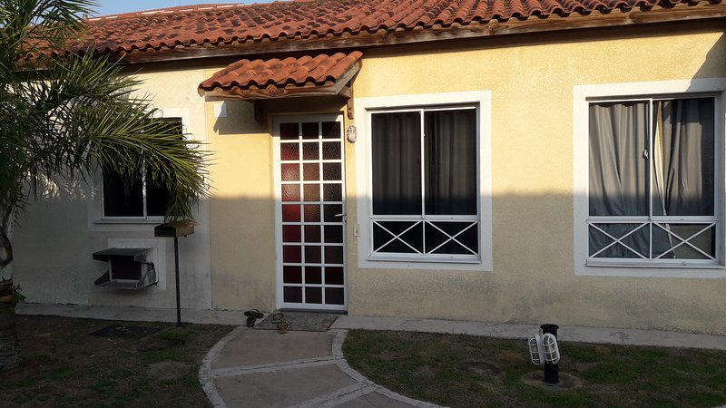 Casa em Condomínio Praia de Manguinhos - Serra - ES, vacation rental in Vitoria