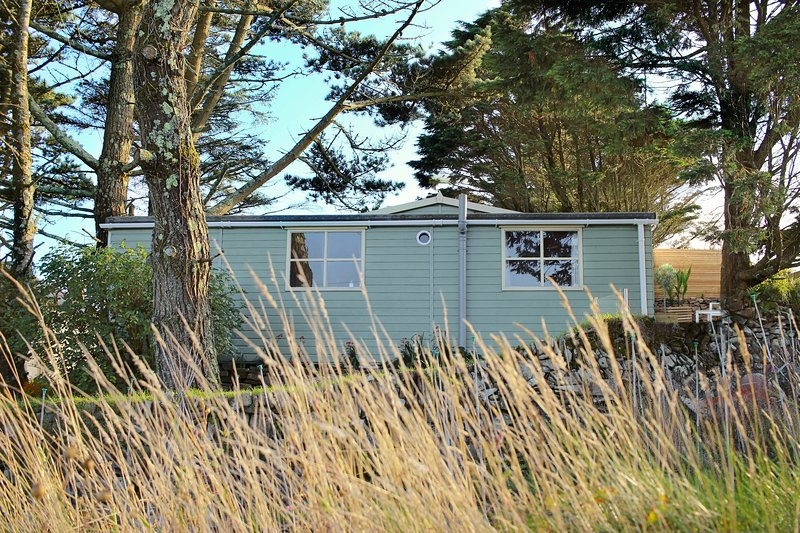 Luxury Scandi Cabin On A Hill Near St Ives, With Stunning Views Across Cornwall, holiday rental in Nancledra