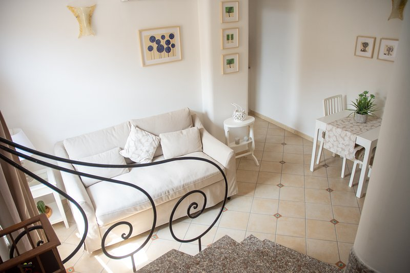 Pleasant house with central location, holiday rental in Montepertuso