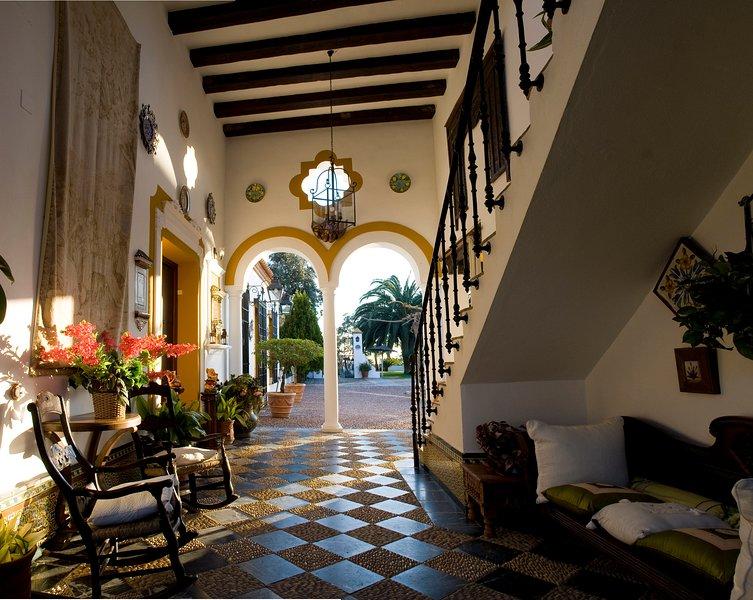 Cortijo Rural Hacienda La Torre- Casa del Patio, holiday rental in Cardenchosa
