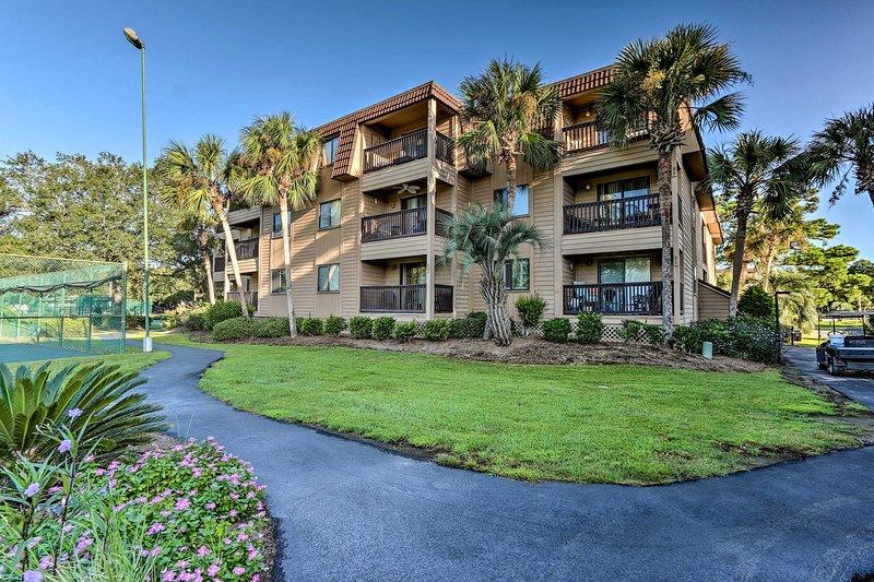 Hilton Head Condo w/ Amenities + Beach Access, holiday rental in Bluffton