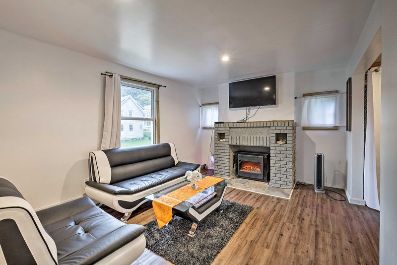 Gloversville Apartment w/ Fireplace & Essentials!, holiday rental in Northville