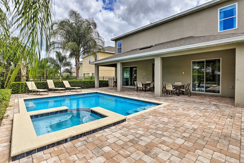 Expansive Home: Heated Pool/Spa - 7.4 Mi to Disney, location de vacances à Reunion