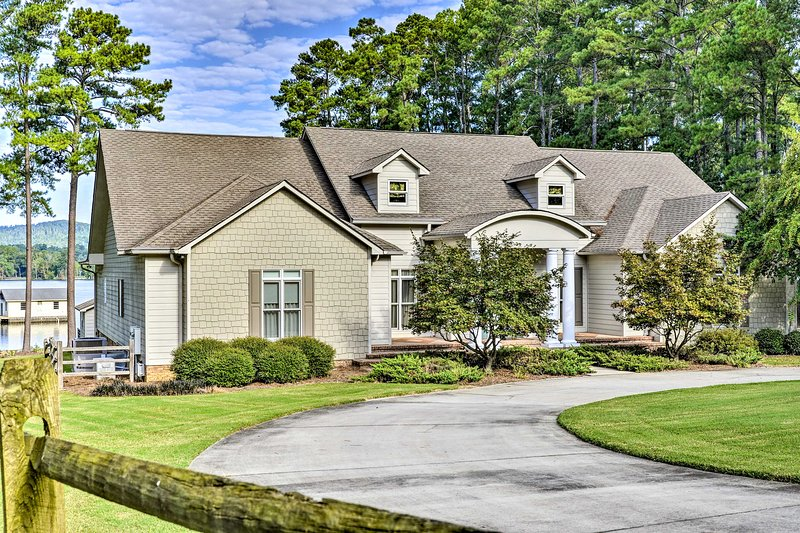This 5-bedroom, 5.5-bathroom vacation rental in Scottsboro is waiting for you!