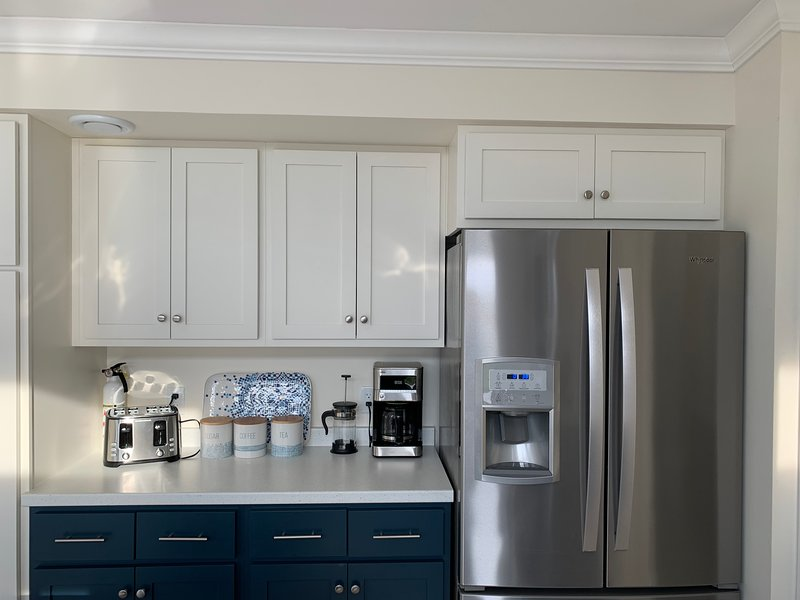 Amenities - Tea and coffee station and refridgerator with ice-maker