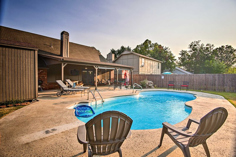 Bring your group of 6 to this vacation rental for endless outdoor fun!