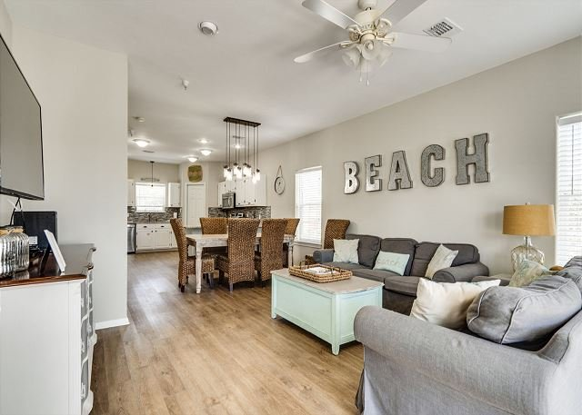 Cozy Townhouse Along the Famous 30A Highway!!!, holiday rental in Santa Rosa Beach