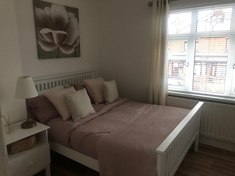 Cosy Belfast House. Entire Home, holiday rental in Aldergrove