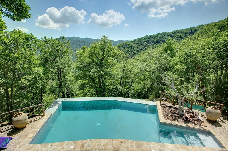 Col di Morro Villa Sleeps 6 with Pool and WiFi - 5604621, location de vacances à San Leo Bastia