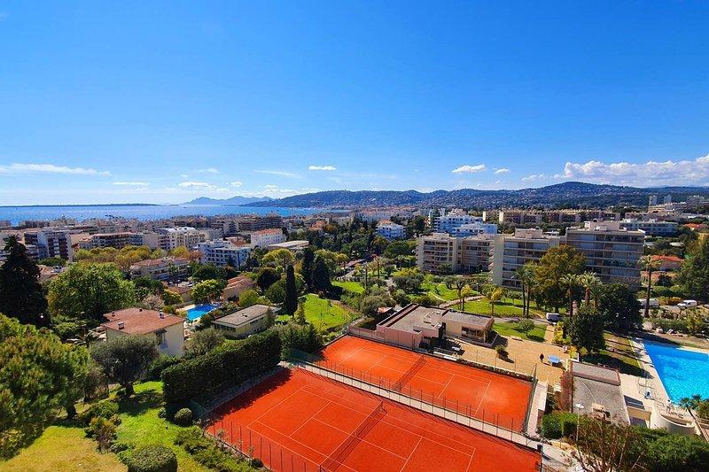 2P Dernier Etage Vue Mer,Piscine,Tennis,Wifi,Plage, holiday rental in Juan-les-Pins