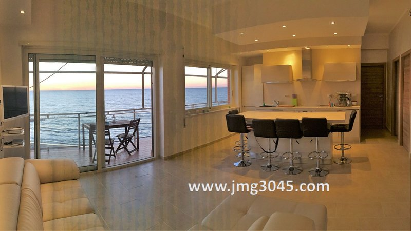 Top floor on the sea stunning view!, holiday rental in Lavinio Lido di Enea