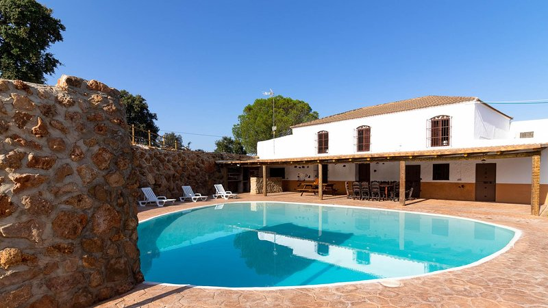 Ideal for big groups. Between Seville and the white andalusian villages, holiday rental in Pruna