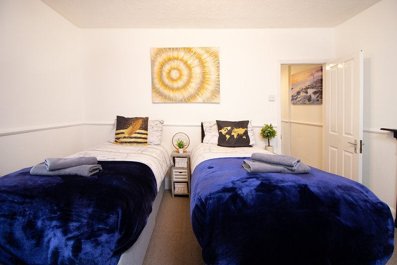 Modern Quirky Exeter City Cottage, holiday rental in Exeter
