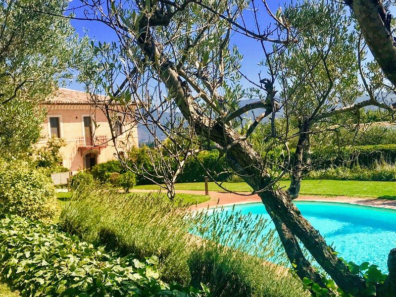 SPOLETO TRANQUILITA. WIFI. EXCLUSIVE POOL. SPOLETO 3 KMS. ROME 1 HOUR, holiday rental in San Brizio