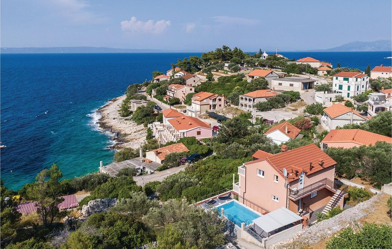 Beautiful home in Prigradica with WiFi and 6 Bedrooms (CDS637), holiday rental in Prigradica