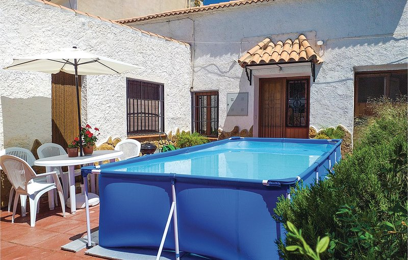 Stunning home in Cuevas del Campo with WiFi and 3 Bedrooms (EAC422), location de vacances à Hinojares