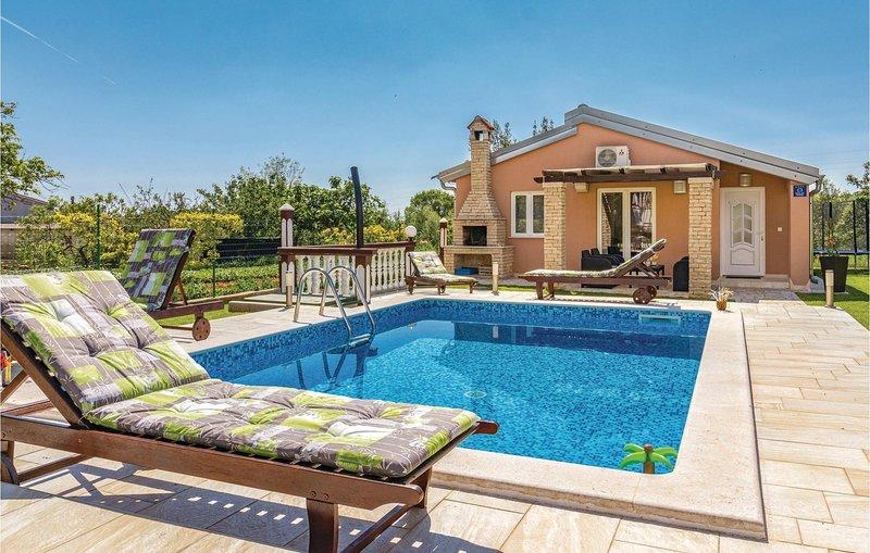 Beautiful home in Pula w/ WiFi and 2 Bedrooms, location de vacances à Valtura